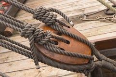17世纪船绳索滑车 库存图片