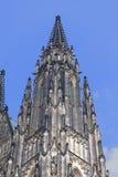 14世纪蓝天,布拉格,捷克背景的圣Vitus大教堂  库存照片