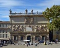 18世纪被雕刻的门面在阿维尼翁,法国 免版税库存照片
