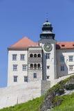 14世纪防御城堡在克拉科夫附近的Pieskowa Skala,波兰 免版税库存照片
