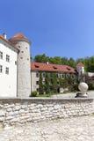 14世纪防御城堡Pieskowa Skala,城堡附属建筑,在克拉科夫附近,波兰 免版税图库摄影