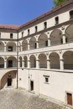 14世纪防御城堡Pieskowa Skala,拱廊庭院,在克拉科夫附近,波兰 库存图片
