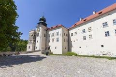 14世纪防御城堡Pieskowa Skala,被加强的入口,在克拉科夫附近,波兰 免版税库存图片