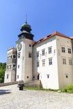 14世纪防御城堡Pieskowa Skala,被加强的入口,在克拉科夫附近,波兰 图库摄影