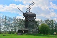 18世纪风车在木建筑学博物馆在苏兹达尔,俄罗斯 免版税库存图片