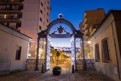 19世纪40年代装饰了门在圣诞节时间在福洛尼卡,意大利 免版税库存图片