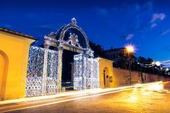 19世纪40年代装饰了门在圣诞节时间在福洛尼卡,意大利 库存图片