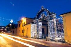 19世纪40年代装饰了门在圣诞节时间在福洛尼卡,意大利 免版税库存照片