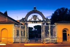 19世纪40年代装饰了门在圣诞节时间在福洛尼卡,意大利 免版税图库摄影
