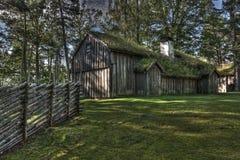 从17世纪90年代的瑞典老木房子在HDR 免版税图库摄影