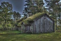 从17世纪90年代的瑞典老木房子在HDR 库存图片
