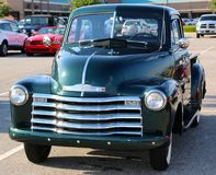 20世纪40年代绿色薛佛列短小床轻型货车 库存图片