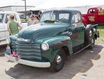 20世纪50年代雪佛兰卡车侧视图 免版税库存照片