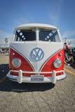 20世纪60年代VW豪华面包车T1第二类型桑巴公共汽车 库存图片