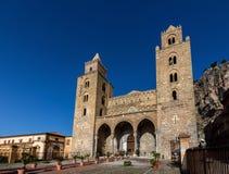 13世纪Cefalu大教堂在Cefalu,西西里岛,意大利 库存图片