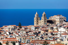 13世纪Cefalu大教堂在Cefalu,西西里岛,意大利 免版税库存图片