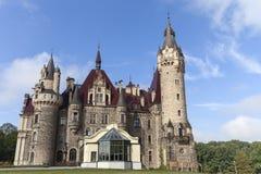 17世纪Moszna城堡在晴天,秋天,上部西里西亚,波兰 免版税图库摄影