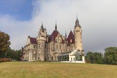 17世纪Moszna城堡在晴天,秋天,上部西里西亚,波兰 库存照片