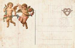 以丘比特和心脏为特色的古色古香的样式华伦泰` s明信片 免版税库存照片
