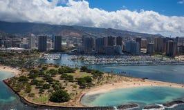 丙氨酸莫阿尼亚威基基檀香山港口奥阿胡岛夏威夷美好的鸟瞰图  库存照片