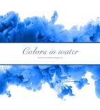 丙烯酸酯的颜色和墨水在水中 抽象背景框架 Isol 库存照片