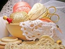 业余爱好编织的生活刺绣用品样式 免版税库存照片