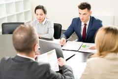 业务会议在会议室里 库存照片