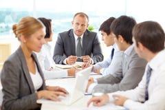 业务会议在会议桌上 免版税库存照片