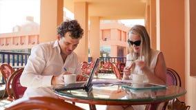业务会议在咖啡馆 股票视频
