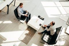 业务会议在大厅 免版税库存图片