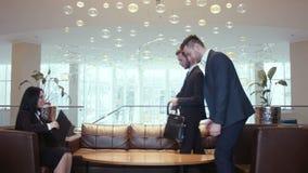 业务会议在美丽的大厅里 股票视频