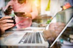 业务会议小组 照片专家 免版税图库摄影