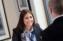 业务会议的年轻女实业家 库存图片