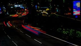 业务量在城市 大道4K定期流逝,夜 流动与被弄脏的行动的繁忙运输 黄昏 股票录像