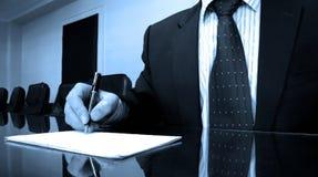 业务经理在证券交易经纪人行情室 免版税图库摄影