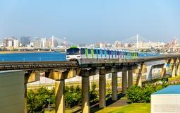 东京单轨铁路车线在羽田国际机场 库存图片