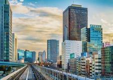 东京单轨铁路车运输系统线在Odaiba 免版税库存照片