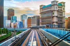 东京单轨铁路车运输系统线在Odaiba 库存照片