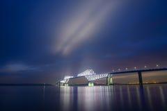 东京在黄昏的门桥梁 图库摄影