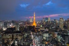 东京塔在附近的看法的,东京市地平线,东京Jap东京 免版税库存照片