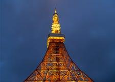 东京塔在5月31,2016的晚上在东京,日本 免版税库存图片