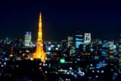 东京塔地平线在与bokeh的晚上 库存图片