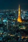 东京塔蓝色夜都市风景 图库摄影