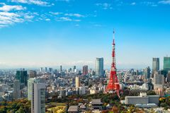 东京塔,日本-东京市地平线和都市风景 免版税库存图片