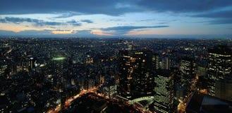 东京市在夜之前 免版税图库摄影