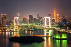 东京铁塔和彩虹桥在日本 免版税库存图片