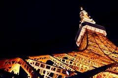 东京铁塔在晚上,日本 库存照片