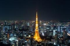 东京铁塔夜间视图,东京市视图在晚上,东京, 库存图片