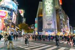 东京,日本, 2016年11月17日:城市街道涩谷横穿与 库存图片