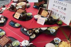 东京,日本- 2017年5月12日:复制品食物显示在前面的 库存照片